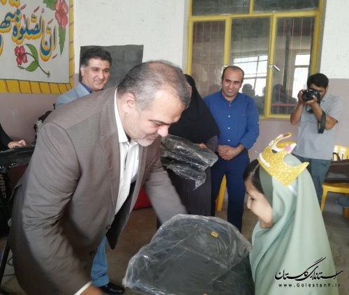مراسم اهداء کیف و لوازم التحریر در مدرسه مهربانی گرگان برگزار شد