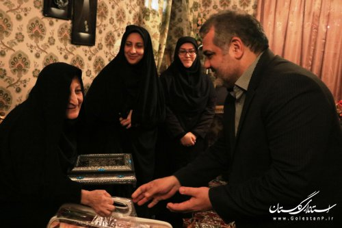 دیدار مدیرکل امور اتباع و مهاجرین خارجی استانداری با خانواده شهید حجت الله سیفی