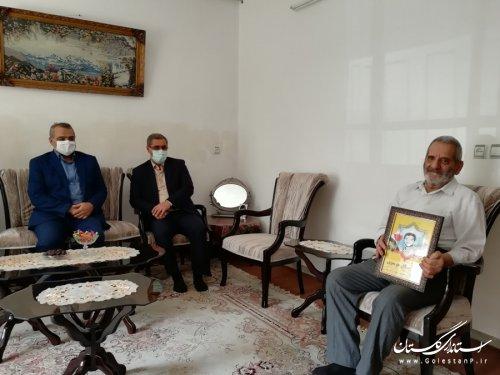 مدیرکل امور اتباع و مهاجرین خارجی استانداری با خانواده شهید موسوی دیدار کرد